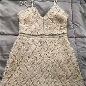 Beautiful dress, off white with pale pink underlay